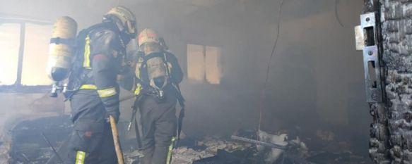 Los bomberos de Ronda actúan en el incendio de una nave industrial en Arriate, El siniestro ha tenido lugar esta mañana y provocado importantes daños en un obrador de panadería de la localidad vecina, 16 Oct 2020 - 17:44