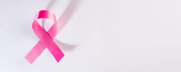El lazo rosa simboliza el apoyo a los pacientes de cáncer de mama. // jcomp Freepik
