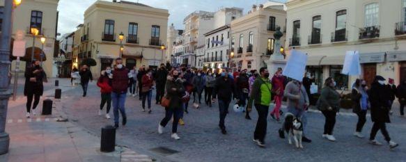 Este jueves más de un centenar de empresarios, autónomos y comerciantes salieron a la calle para reclamar ayudas por parte de la administración. // María José García