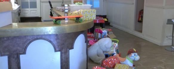 Solidarios en Ronda repartirá más de un centenar de juguetes a niños vulnerables, Los regalos han sido donados por la Guardería Gorgoritos y por varios vecinos de la ciudad y serán entregados este miércoles en el Pub Logardo's, 21 Dec 2020 - 18:22