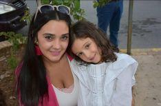 Tía y sobrina antes de la enfermedad // CharryTV