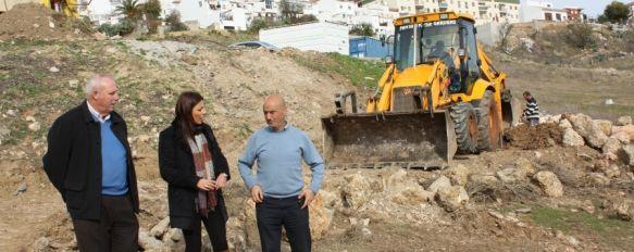 Comienzan las obras de un parque público en la calle Azucena, La actuación cuenta con una inversión de 37.000 euros y podría estar lista en un mes y medio, 19 Dec 2011 - 17:00
