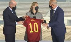 La exjugadora rondeña, junto al presidente de la RFEF, Luis Rubiales y el consejero de Deporte, Javier Imbroda // CharryTV