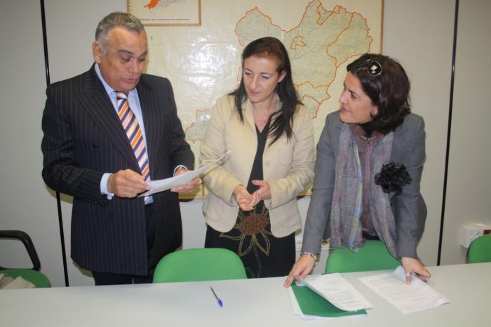 Bodegas morosanto recibe una subvenci n de la junta de 263 for Oficina comarcal agraria