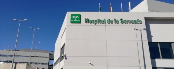 Un total de 12 pacientes con coronavirus continúan ingresados en el Hospital Comarcal, cuatro de ellos en la UCI. // María José García