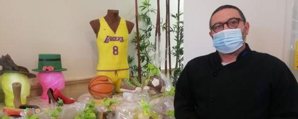 Confitería Daver recrea el torso de Kobe Bryant con 25 kilos de chocolate, El repostero David Verdú, aficionado al baloncesto, ha querido homenajear al jugador de los Lakers que fallecía a los 41 años en 2020 en un accidente de helicóptero, 18 Mar 2021 - 18:23