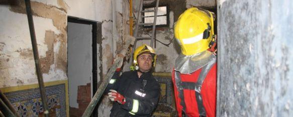 Un misterioso incendio afecta a la Casa del Rey Moro, Todo apunta a que el siniestro pudo ser provocado, ya que el inmueble carecía de uso y no tiene electricidad, 23 Dec 2011 - 23:47