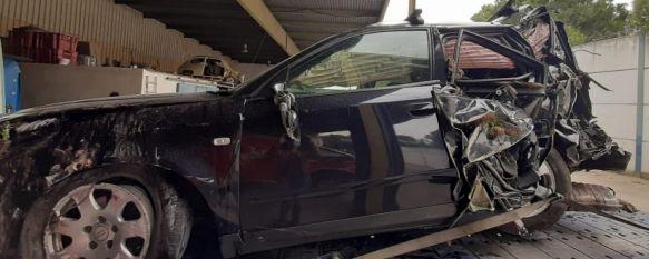 Efectivos de los Bomberos intervienen en un accidente de tráfico en el Puente La Ventilla, El herido leve, un varón procedente de Campillos que trabaja en Marbella, se precipitó por el puente con su vehículo y fue trasladado al Hospital Comarcal, 30 Mar 2021 - 12:37