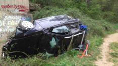 El único ocupante del vehículo pudo salir de este por su propio pie y se encontraba orientado, según los bomberos. // CharryTV
