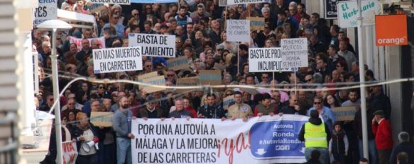 La manifestación para reivindicar la construcción de una autovía en Ronda congregó a miles de rondeños y serranos en abril de 2018. // Manolo Guerrero