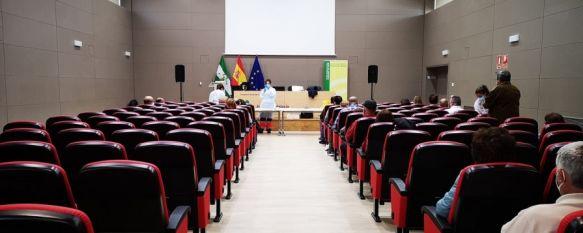 El salón de actos del Hospital Comarcal sigue siendo el escenario en el que se administran las dosis de Astra Zeneca para vecinos de Ronda de entre 65 y 55 años. // Junta de Andalucía
