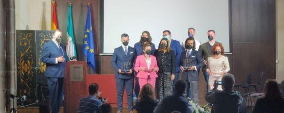 La alcaldesa de Ronda ha entregado los galardones por el Día del Trabajo a empresas y profesionales que destacan por su labor profesional., o que han emprendido durante la crisis // Juan Velasco