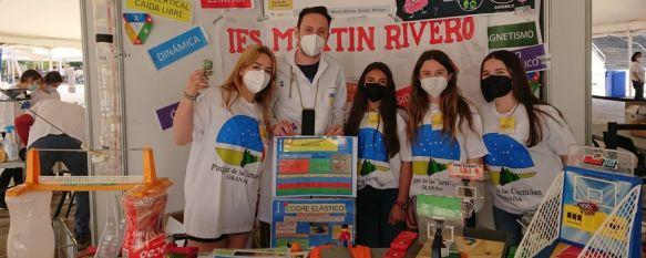 """Unos 30 alumnos del Martín Rivero participan en la XXIII Feria de Ciencias en Granada, Los estudiantes de 1º de ESO expusieron sus trabajos de investigación desarrollados a partir de juguetes antiguos en el marco del proyecto """"Labora-TOYS"""