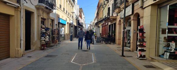La alcaldesa de la ciudad no ha precisado la fecha en que se completará esta primera fase del entoldado de la céntrica calle. // Juan Velasco