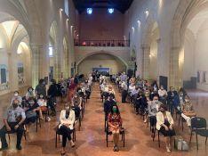 Durante el acto, que se desarrolló en el Convento de Santo Domingo, el primer teniente de alcalde, Jesús Vázquez, se comprometió a gestionar en la ciudad un espacio con parte de la obra de Aguilar para el disfrute de los rondeños. // Ayuntamiento de Ronda