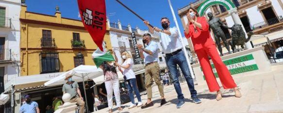 El candidato a las primarias del PSOE andaluz intervino durante un acto con la militancia que se desarrolló en la Plaza del Socorro. // Cádiz con Juan Espadas