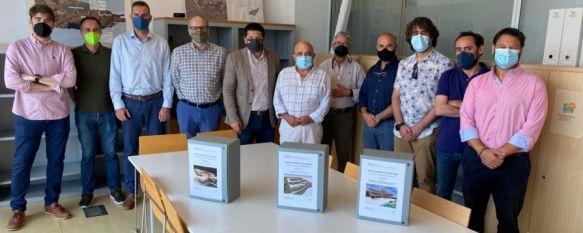 La reunión ha contado con la presencia de los ocho técnicos del ente supramunicipal que han elaborado el documento. // Ayuntamiento de Ronda