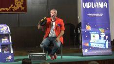 El mago Luigi Ludus amenizó la presentación de Viruania con su espectáculo dirigido a los más pequeños. // CharryTV