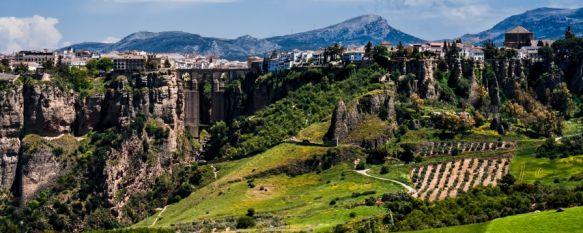 La cifra de turistas que llegaron a Ronda en julio aumentó progresivamente por semana, El delegado Ángel Martínez ha manifestado que en una de las semanas del mes pasado la oficina de Turismo registró el paso de 3.000 visitantes, un 8% del total, 03 Aug 2021 - 18:04