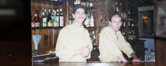 """25 años en El Kalero: """"Mis clientes ya son familia"""", Paco Cantos aún recuerda los nervios que sintieron todos los hermanos el día de la inauguración de este café-pub rondeño un 30 de agosto de 1996, 31 Aug 2021 - 08:31"""