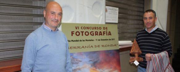 Medio Ambiente entrega el premio del VI Concurso de Fotografía Serranía de Ronda, El trabajo galardonado ha correspondido a Carlos Tapia, por una instantánea que refleja un bello atardecer en el Puerto del Boyar, 10 Jan 2012 - 15:30
