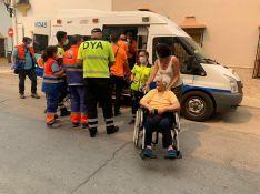 Los usuarios más dependientes de la Residencia del Valle del Genal (Faraján) llegaron a la ciudad en ambulancias. // Nacho Garrido