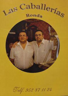 Los hermanos Fernando y Cristóbal Carrillo en la primera carta que se editó del Bar Las Caballerías. // Las Caballerías