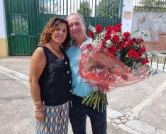 Tomás junto a su mujer Ángela en su último día de trabajo.  // Tomás Gómez