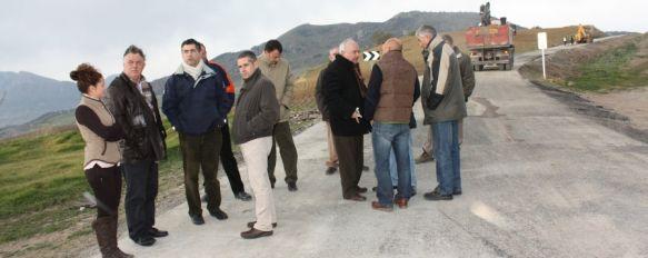 El Ayuntamiento reclama el arreglo de las deficiencias de la carretera de Los Villalones, Diputación financia la mitad de la actuación que debe estar terminada a mediados del mes de febrero, 13 Jan 2012 - 14:16