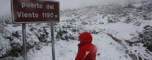 Llega la primera nevada del año a la Serranía, La nieve ha cuajado en zonas como el Puerto del Viento, a 1.190 metros de altitud, 16 Jan 2012 - 22:30