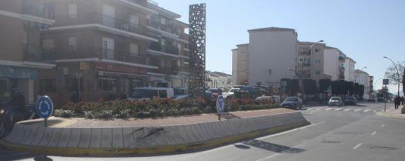 Cuatro jóvenes resultan heridos en un accidente en avenida de Málaga, Según fuentes policiales, el conductor del vehículo triplicó la tasa de alcoholemia establecida, 25 Jan 2012 - 16:30
