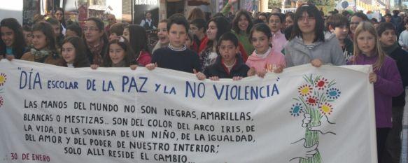 Más de 500 escolares recorren las calles de Ronda con motivo del Día Internacional de la Paz, Posteriormente, los alumnos han participado en un acto contra la violencia en el Teatro Municipal Vicente Espinel, 31 Jan 2012 - 19:46