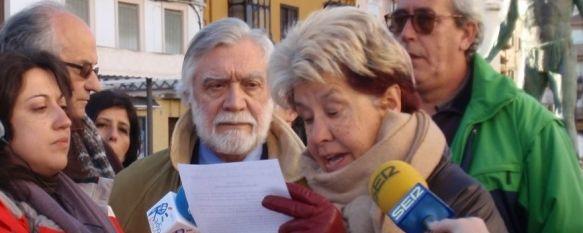 Varios colectivos rondeños se unen en apoyo al juez Baltasar Garzón, Esta tarde han dado lectura a un comunicado en la plaza del Socorro y han convocado una concentración para mañana a las 13:00 horas, 10 Feb 2012 - 21:50
