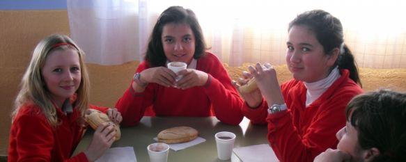 El Colegio Fernando de los Ríos conmemora el 28-F con un desayuno andaluz, Ha sido elaborado con productos ecológicos aportados por el CEDER Serranía de Ronda, 24 Feb 2012 - 16:27