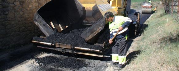Ensanchan y asfaltan el carril de Don Pío, en la pedanía del Llano de la Cruz, La actuación ha contado con una inversión de 60.000 euros y se suma a otras mejoras recientes en la zona, 20 Mar 2012 - 16:30