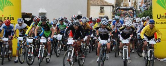 Imagen de la salida de los competidores de bicicleta de montaña. // CharryTV