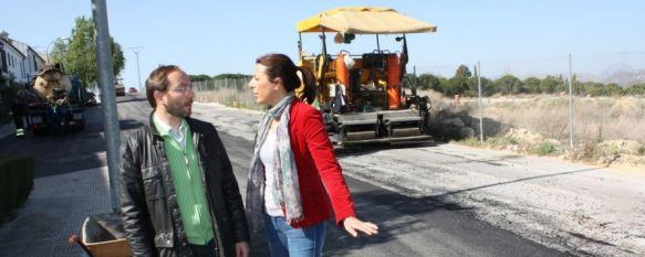 Asfaltada la entrada de la Dehesa por la calles Zahara de la Sierra y Prado del Rey, La actuación ha contado con una inversión municipal de 30.000 euros, 27 Mar 2012 - 20:33