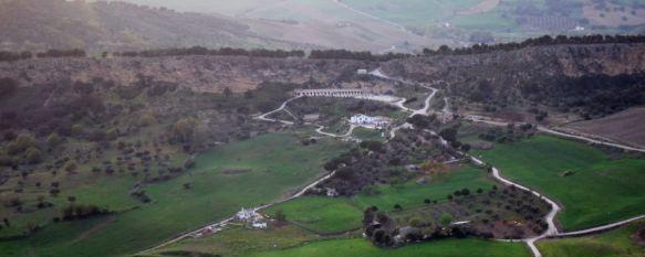 La alcaldesa de Ronda firma la orden de demolición de seis construcciones  , Todas las edificaciones se ubican en la Hoya del Tajo, en suelo no urbanizable con protección integral, 28 Mar 2012 - 10:21