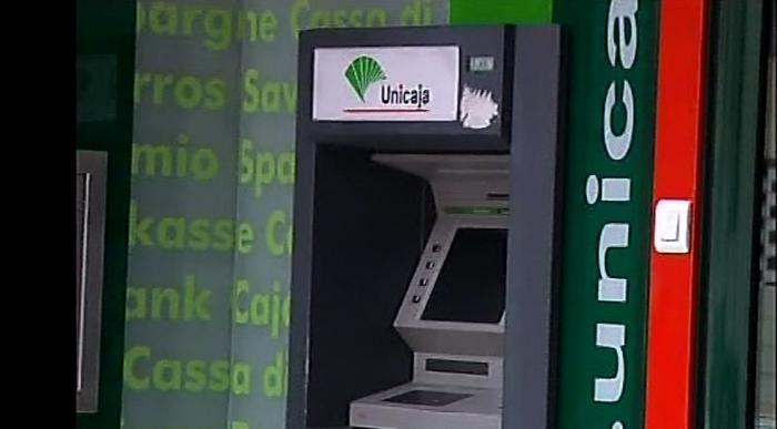 La entidad bancaria unicaja sigue cerrando sucursales en for Unicaja oficinas