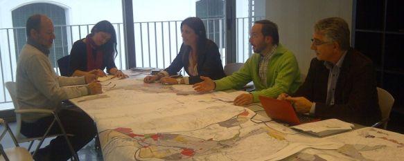 """El Ayuntamiento y el equipo """"Territorio y Ciudad"""" han cerrado los últimos detalles del PGOU, El documento de planteamiento urbanístico se aprobará inicialmente en el próximo pleno , 27 Apr 2012 - 16:31"""