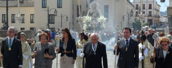 La Virgen de la Paz procesionó por las calles de Ronda el pasado domingo, Miles de devotos contemplaron el desfile de la Patrona a pesar del intenso calor  , 14 May 2012 - 18:05