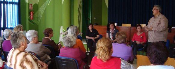 El Área Sanitaria de la Serranía informa sobre la detección precoz del cáncer de mama , El encuentro se ha desarrollado en colaboración con la Asociación de Mujeres Jara, de la barriada de la Dehesa , 14 May 2012 - 19:00
