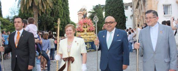 María Auxiliadora pasea por las calles de la ciudad, Cientos de fieles de Ronda y la Serranía participaron en la procesión, 25 May 2012 - 17:41