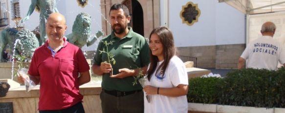 El Ayuntamiento celebra el Día Mundial del Medio Ambiente con diversas actividades, La Asociación OSAH ha regalado plantas y jabones ecológicos en la Plaza del Socorro , 05 Jun 2012 - 16:53