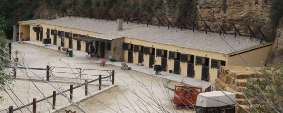 El Ayuntamiento ordena demoler las caballerizas de la hoya del Tajo, Esta edificación se encuentra bajo investigación de la Fiscalía desde 2005 y supuso la imputación de una decena de concejales, 27 Jun 2012 - 09:11
